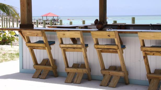 Urlaubsreif: Wer wird wohl an dieser schmucken Bar auf den Bahamas sitzen? Sie oder einer der Kollegen?
