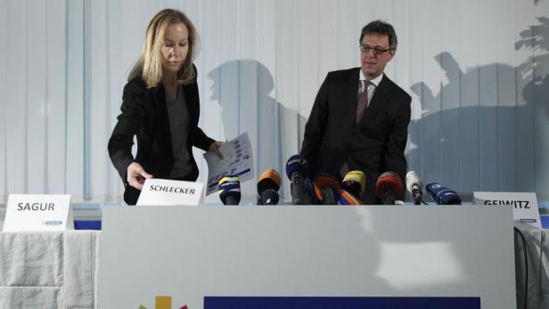 Seltener Auftritt: Meike Schlecker mit Insolvenzverwalter A. Geiwitz.