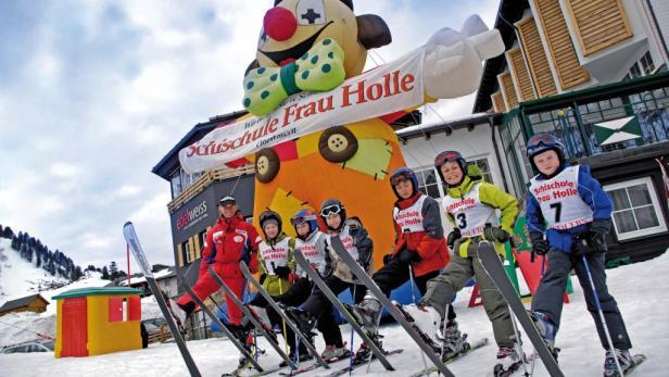 """""""No risk, more fun"""" – so lautet das sympathische Motto für Groß und Klein in der Skischule Frau Holle."""