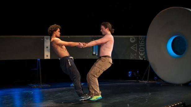 Kopie von NICHT ZU STOPPEN / ONSTUITBAAR Danstheater AYA (Amsterdam / NL)