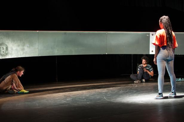 NICHT ZU STOPPEN / ONSTUITBAAR Danstheater AYA (Amsterdam / NL)