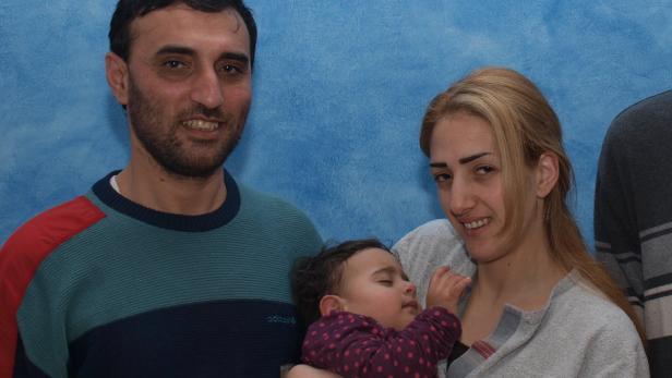 Bassem und Sherehan Alabbas und Christa Maria haben die Flucht geschafft