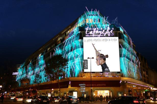 """Die Weihnachtsvitrinen der Pariser Galeries Lafayette wurden heuer von der luxuriösen Modemarke Louis Vuitton unter dem Motto """"Noël du Siècle"""