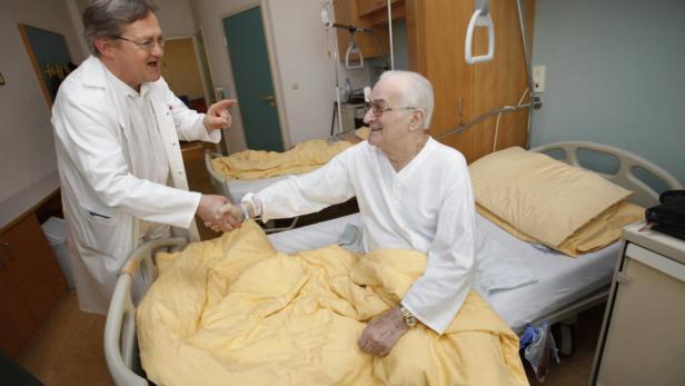 Nehmen, wie es kommt: Arzt Hochholzer, Patient Leopold Kaupeny