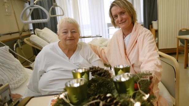 Feiert später nach: Gertrude Marsänger (li.). Zimmerkollegin Sabine Rieger-Kainz durfte überraschend doch vor Weihnachten heim