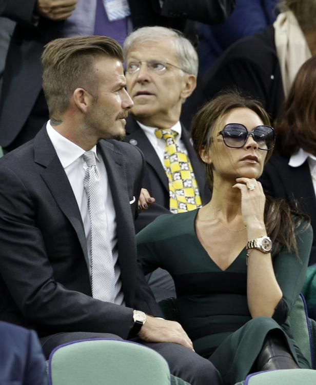 dapdDavid Beckham, left, and Victoria Beckham watch Roger Federer of Switzerland face Andy Murray of Britain during the mens final match at the All England Lawn Tennis Championships at Wimbledon, England, Sunday, July 8, 2012. (Foto:Kirsty Wigglesworth/AP