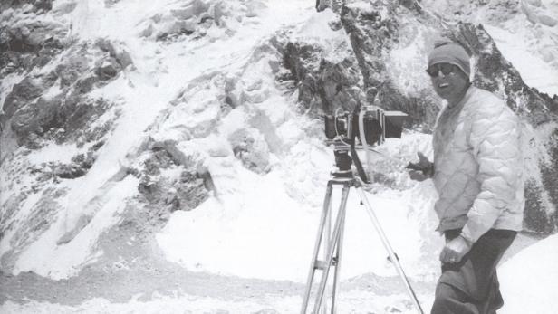Norman Dyhrenfurth bei fotografischen Arbeit bei d…