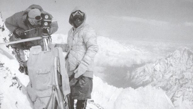 Norman Dyhrenfurth beim Filmen bei der Mount-Evere…