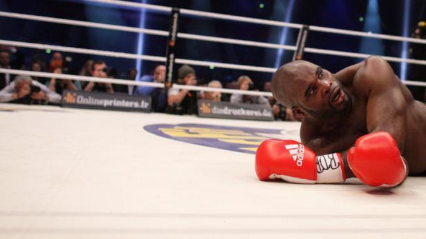 Am Boden: Mormeck hatte dem Weltmeister überhaupt nichts entgegenzusetzen.