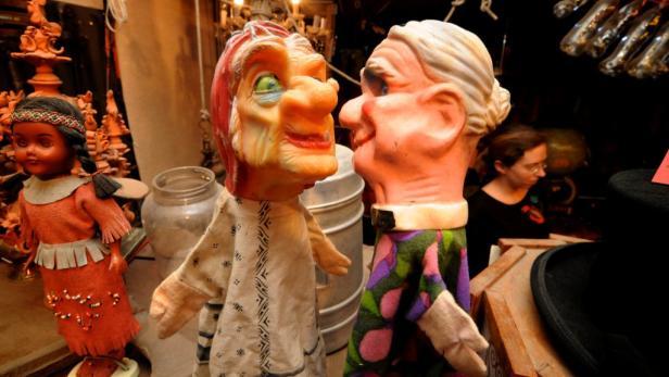 Panoptikum: In seiner Werkstatt gibts Antiquitäten und altes Spielzeug.