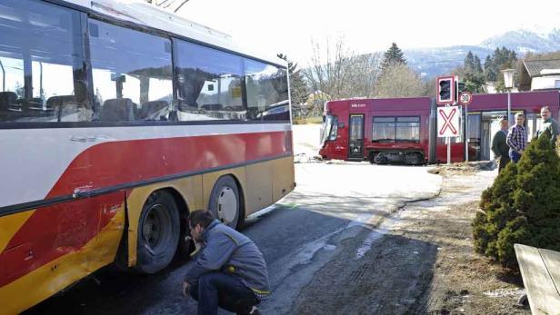 Bus-Insassen wurden verletzt