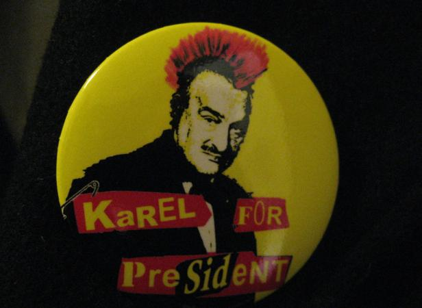 Ein Irokesen-Haarschnitt für einen 75-jährigen 'Fürsten'. Schwarzenbergs Wahlkampagne