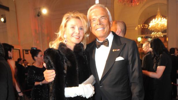 Geehrter Senator Adalbert Lhota mit Ehefrau Marina Giori