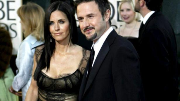EPAepa00903730 US actress Courtney Cox Arquette and David Arquette arrive at the 64th Annual Golden Globe Awards held at the Beverly Hilton Hotel in Beverly Hills, California, monday, 15 January, 2007. EFE/Adrian Sanchez Gonzalez EPA/EFE/ADRIAN SANCHEZ-GO