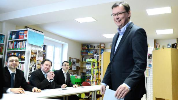 Norbert Darabos bei der Stimmabgabe