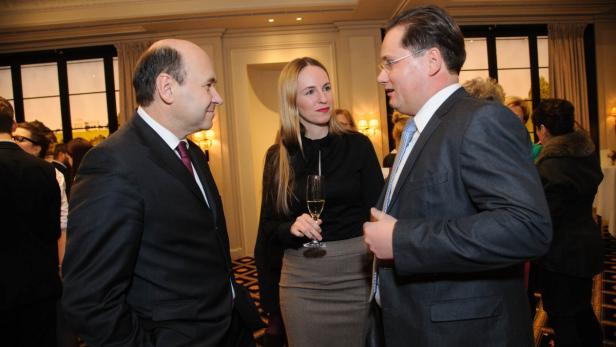 Fachsimpeln: Dominique Meyer, Ball-Chef Großbauer mit seiner Frau Maria.