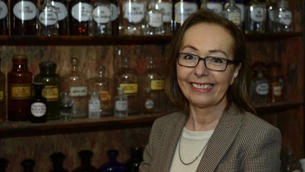 Univ. Prof. Dr. Maria Teschler-Nicola  …