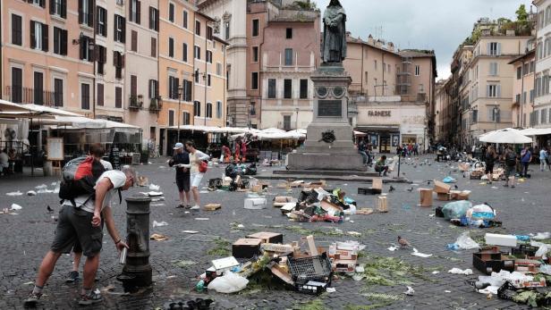 ITALY-ROME-WASTE
