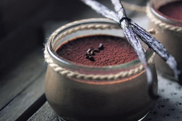 Bildnummer: 76241863  Chocolate dessert in a sma…