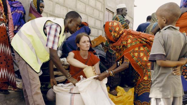 Miriam Ebner bei einer Verteilaktion