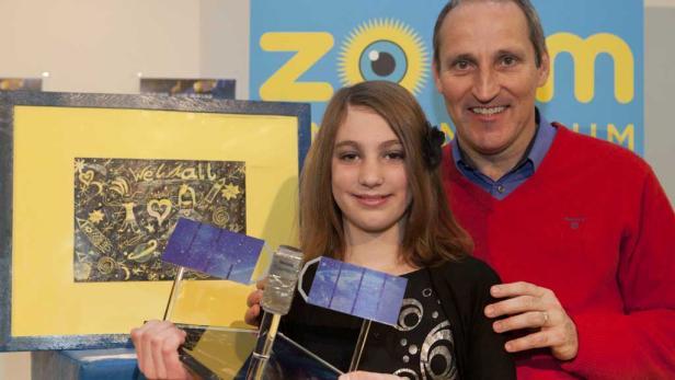 Nicole Winkler, die den Malbewerb in Österreich gewann und der erste/einzige Raumfahrer des Landes, Franz Viehböck