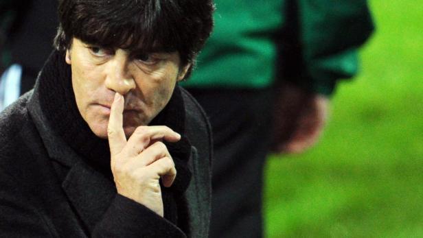 Nachdenklich: Joachim Löw plagen in der Abwehr Personalsorgen.