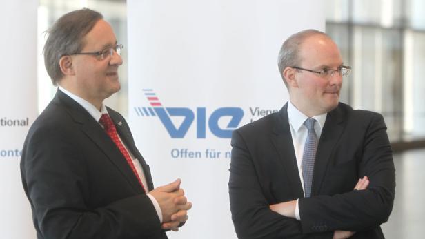 Airport-Chefs Günther Ofner und Julian Jäger (v. links) rechnen für 2012 mit einem Gewinn von 50 Millionen Euro.