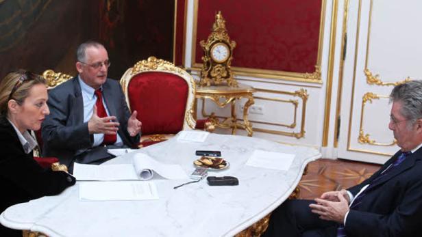 Hofburg-Talk: Heinz Fischer im Gespräch mit Innenpolitikchef Josef Votzi und seiner Stellvertreterin Karin Leitner