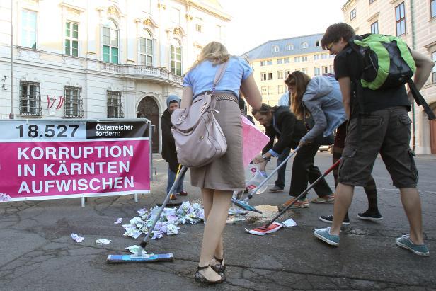 Die Bevölkerung hat jedenfalls genug von Korruption...