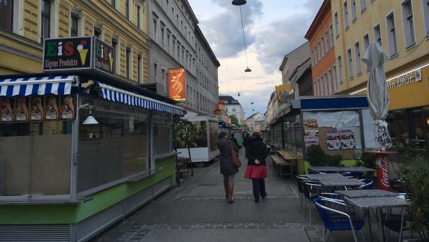 Der Brunnenmarkt am Sonntagabend