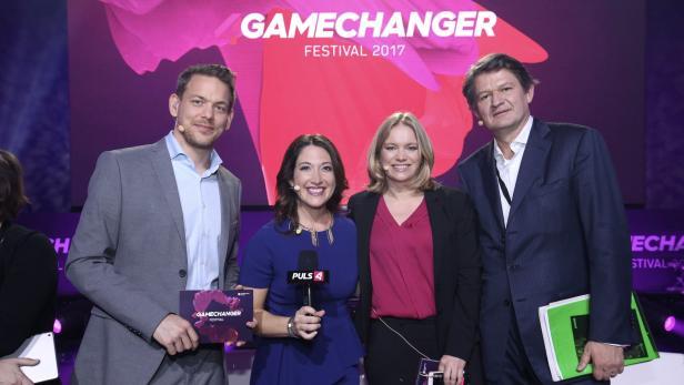 Moderatoren Thür und Milborn, Randi Zuckerberg (2.v.l.) und KURIER-Chef Brandstätter