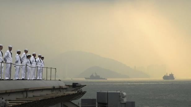Matrosen des Flugzeugträgers USS George Washington, in Hongkong