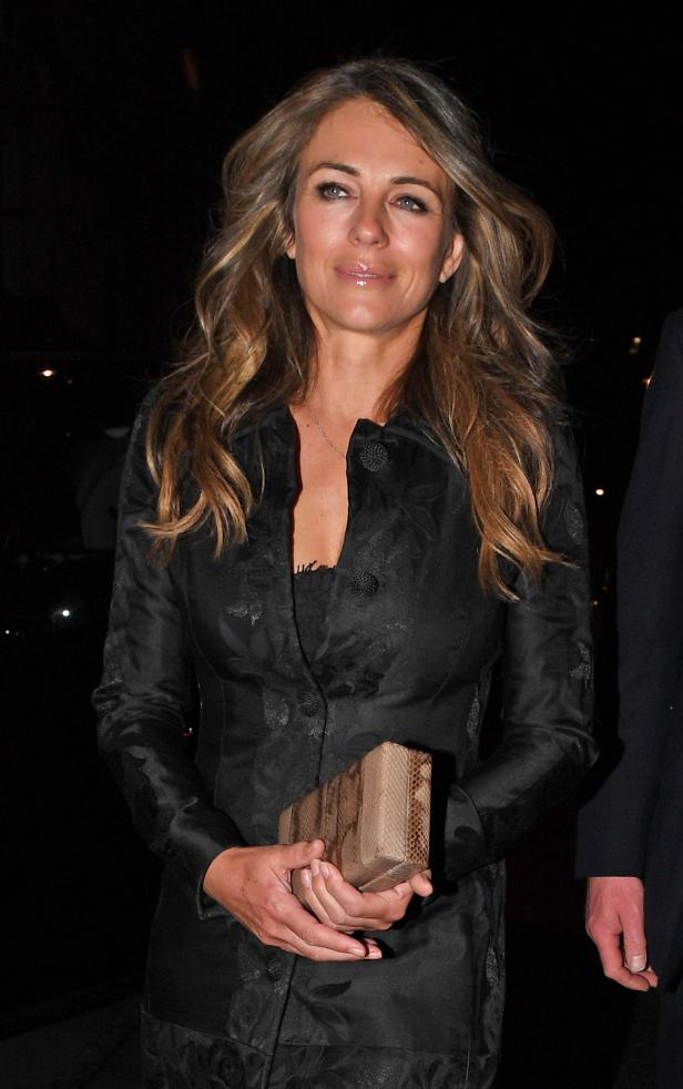 kate moss betrunken bei party mit liz hurley. Black Bedroom Furniture Sets. Home Design Ideas