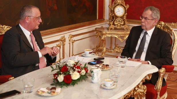 Bundespräsident Alexander Van der Bellen im Gespräch mit Sonntag-KURIER- und Politik-Chef Josef Votzi