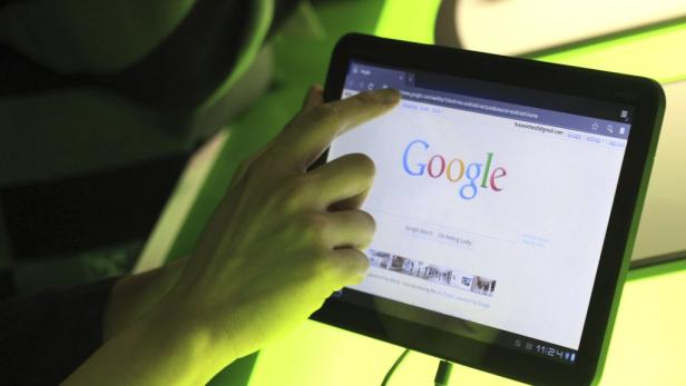 REUTERSThe Google home page is shown on Googles latest version of the Android operating system, Honeycomb, on a Motorola Xoom tablet device following a news conference at Google Headquarters in Mountain View, California February 2, 2011.   REUTERS/Beck Di