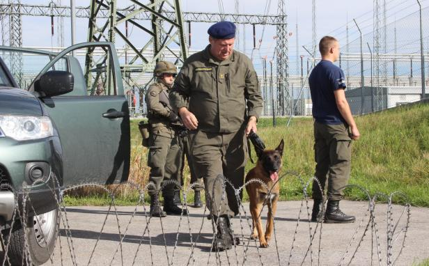 Blackout Übung Bundesheer Hund Sprengstoff Suche …