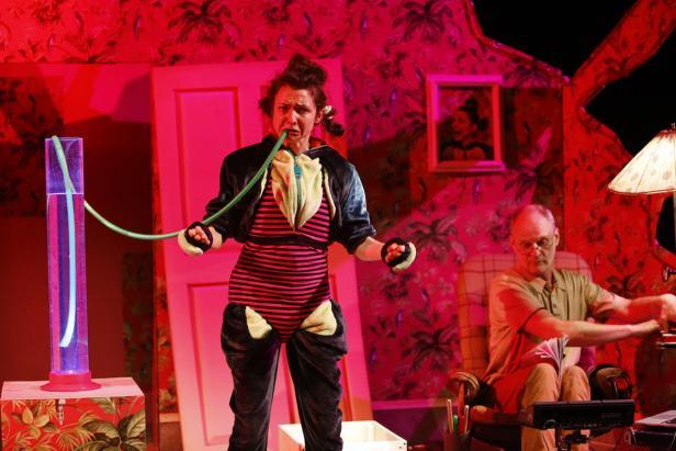 """Szenenfotos aus """"Anna und die Wut"""", Theater Mezzanin (Graz), Gastspiel im Dschungel Wien"""