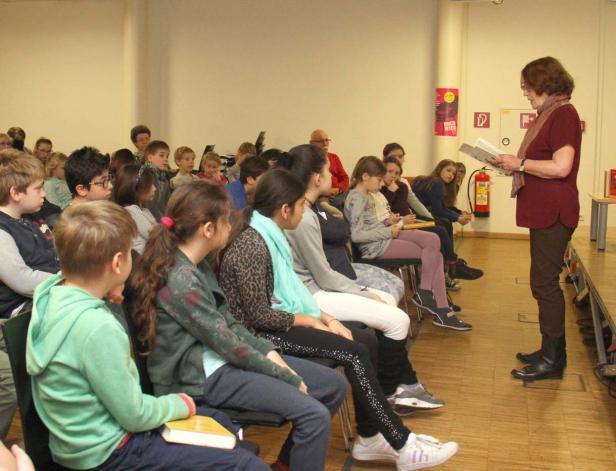 """Renate Welsh in der Hauptbücherei mit """"Zeit ist (k)eine Torte"""""""