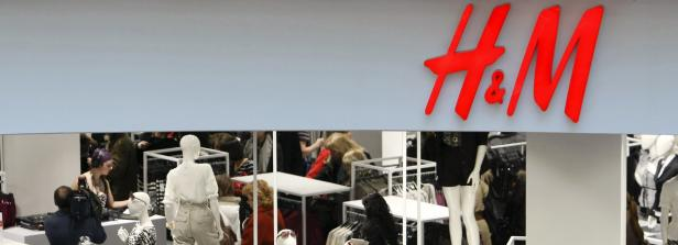 Kopie von File photo of people shopping in the newly opened