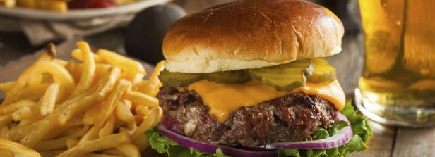 Kopie von Huge grass fed bison hamburger with chips & beer