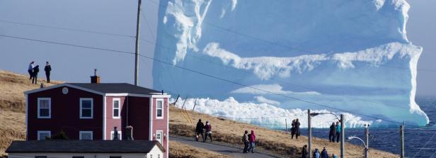 Kopie von Residents view the first iceberg of the season as