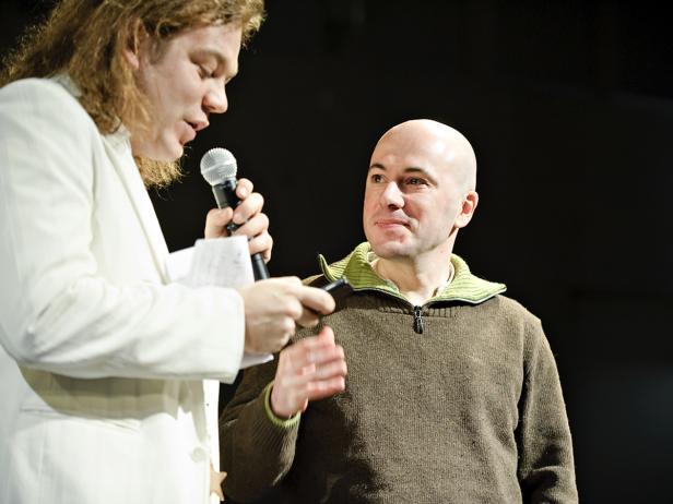 """Spagat zwischen zwei """"Rolltreppen"""": Rainer Doppler, Sissi Noé, Jens Claßen und Barbara Kramer (von links nach rechts)."""