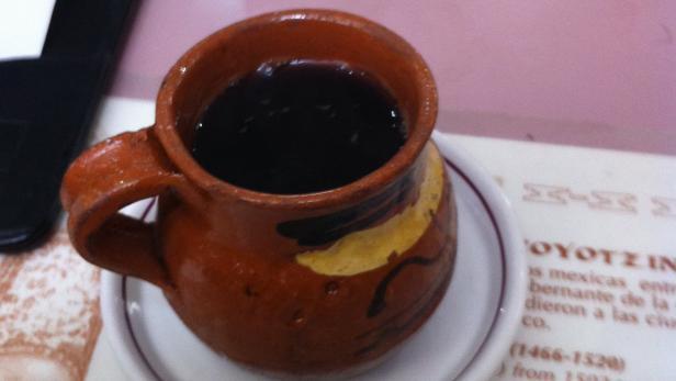 Café de Olla, mexikanischer Kaffee mit Gewürzen im…