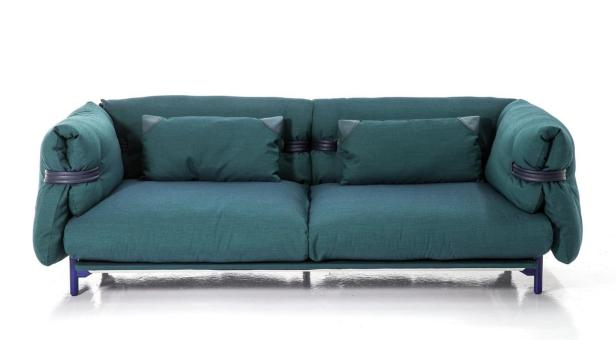 Sofa 'Belt' von Moroso mit handwerklichen Details und filigranem Gestell.