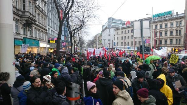 Versammlung beim Westbahnhof