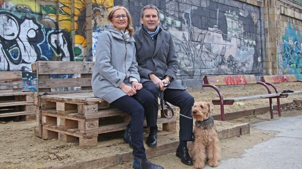 BM Hartwig Löger mit seiner Ehefrau .... und seine…