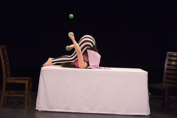 """Zirkustheaterstück """"Picknick for One"""" vom Verein Artist Street"""