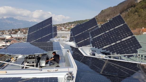 Die integrierte, nachgeführte Solaranlage auf dem Voronoi-Dach.