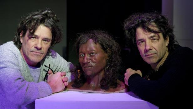 Die Kennis-Brüder mit dem Cheddar-Man-Modell