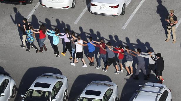 US-SHOOTING-AT-HIGH-SCHOOL-IN-PARKLAND,-FLORIDA-IN